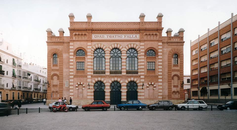 Visitar Cádiz con niños al teatro de Falla