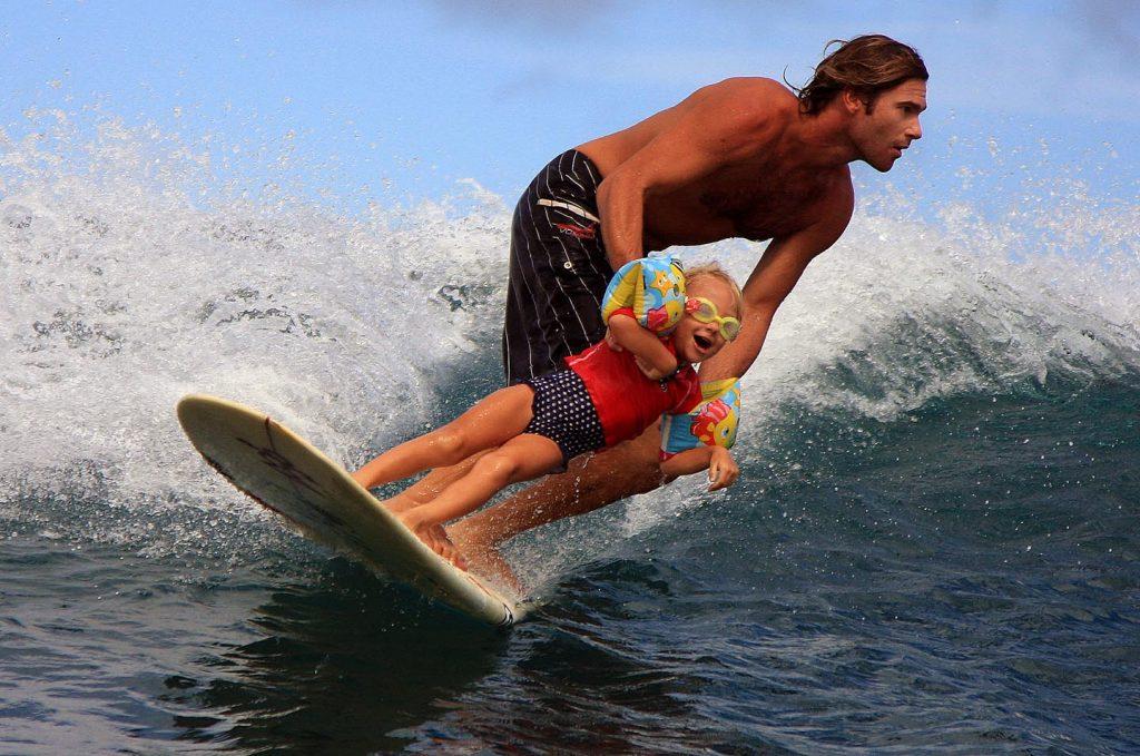 visitar Cádiz con niños y hacer surf
